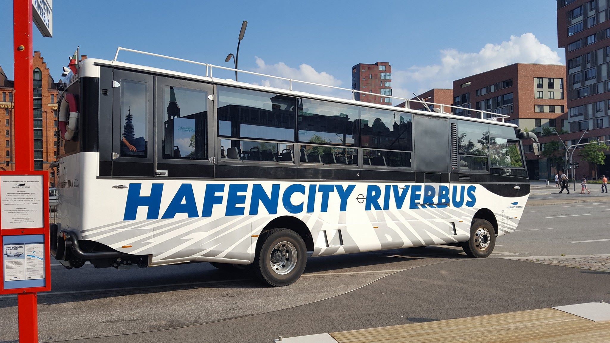 hafencity riverbus 3 crazy station. Black Bedroom Furniture Sets. Home Design Ideas